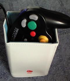 ゲームキューブコントローラを入れた画像