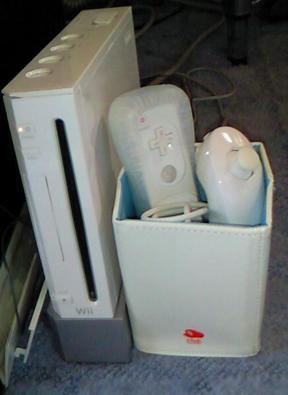 Wiiの隣に置いてみた画像