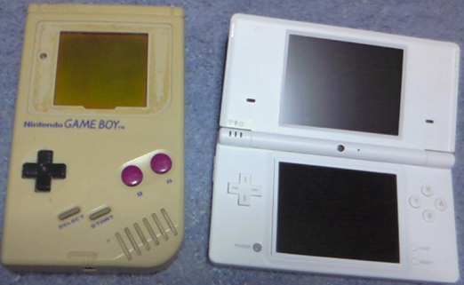 初代GBと最新DSの画像