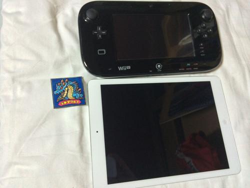 WiiUゲームパットとiPadAirとラギアクルスのシールの画像