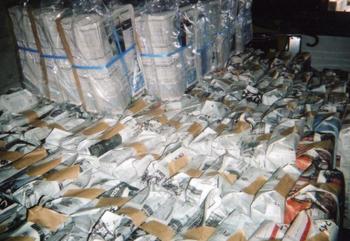 大量の押し紙が置かれている写真