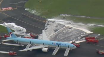 大韓航空機炎上の写真