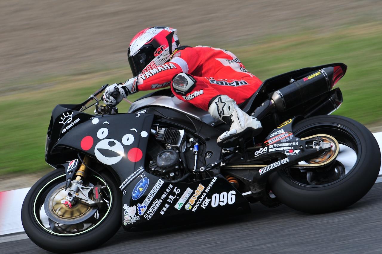 くまモンバイクが格好良く走っている写真