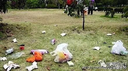中国人が捨てたゴミが散乱している写真