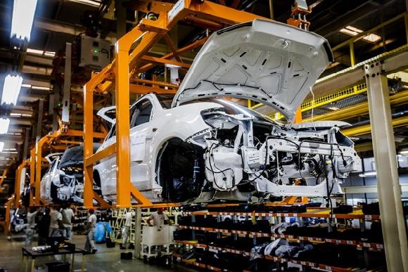 自動車生産ラインの写真