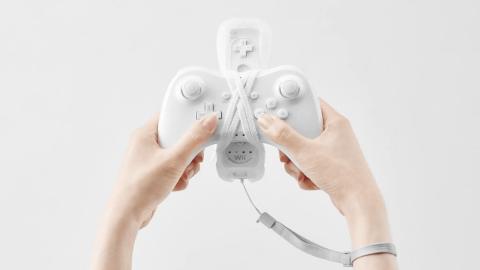 WiiUゲームコントローラにリモコンを縛り付けた写真